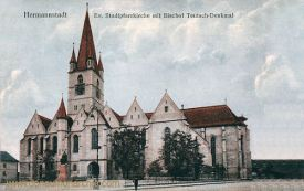 Hermannstadt (Nagyszeben - Sibiu), Stadtpfarrkirche mit Bischof Teutsch-Denkmal