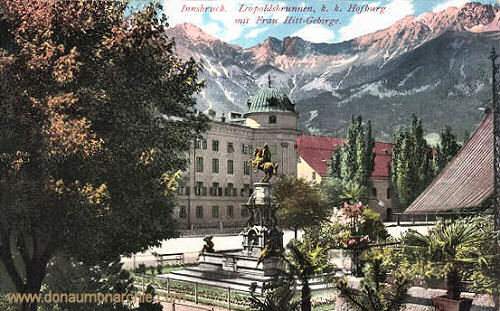 Innsbruck, Leopoldsbrunnen k.k. Hofburg mit Frau Hitt-Gebirge