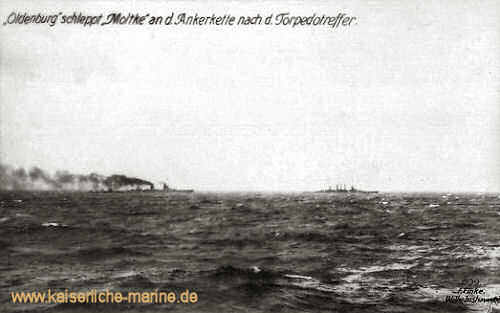 S.M.S. Oldenburg schleppt S.M.S. Moltke an der Ankerkette