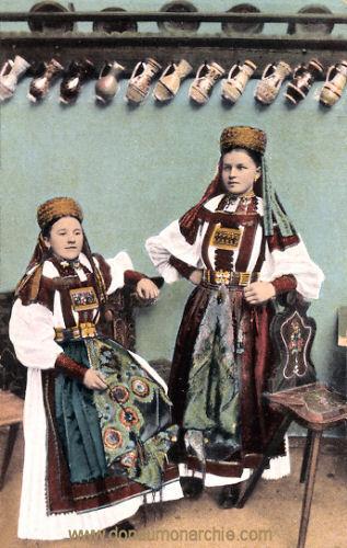 Ungarische Mädchen, Siebenbürger Trachten