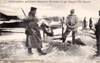 Heldengräber gefallener deutscher Soldaten in der Gegend von Memel