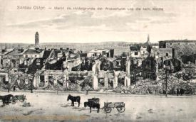 Soldau, Ostpreußen, Markt im Hintergrund der Wasserturm und kath. Kirche