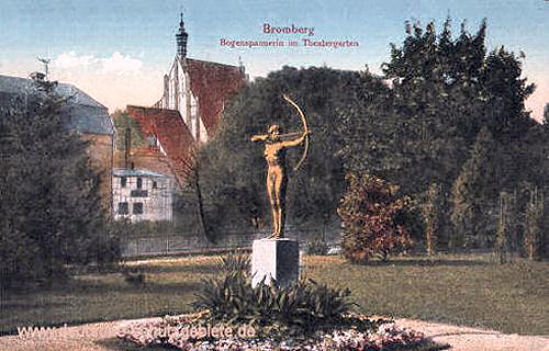 Bromberg, Bogenspannerin im Theatergarten