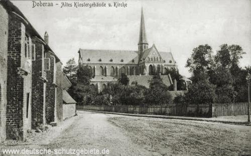 Doberan, Altes Klostergebäude und Kirche