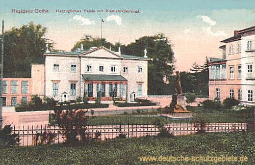 Residenz Gotha. Herzogliches Palais mit Bismarckdenkmal