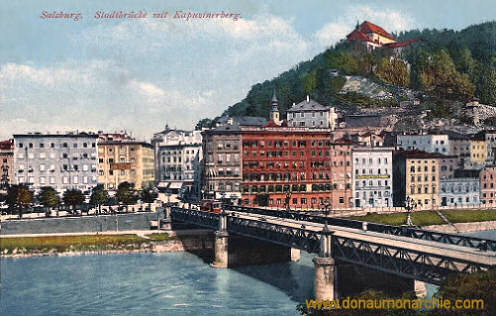 Salzburg, Stadtbrücke mit Kapuzinerberg