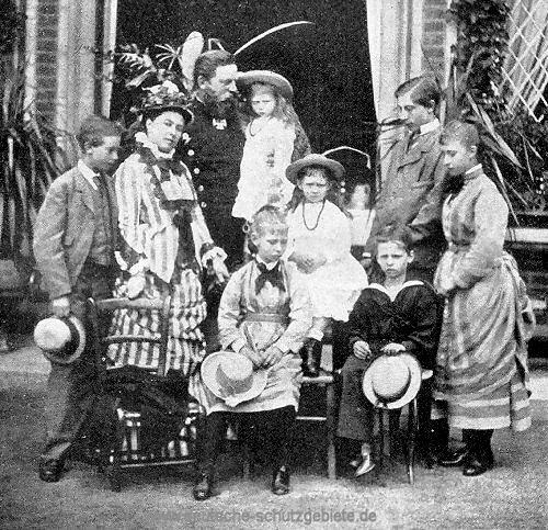 Friedrich Wilhelm mit seiner Familie, ca. 1877