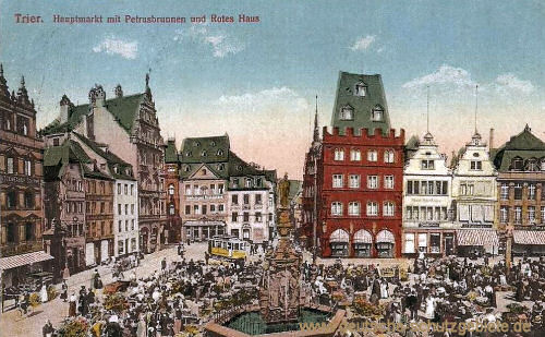 Trier, Hauptmarkt mit Petrusbrunnen und Rotes Haus