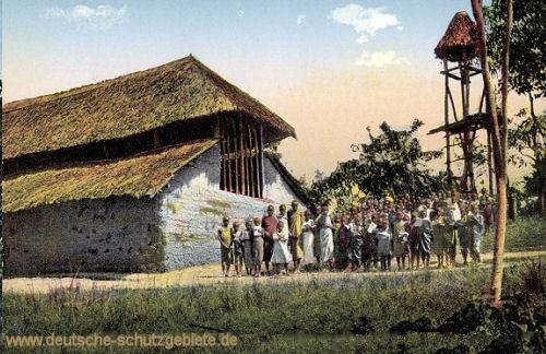 Deutsch-Ost-Afrika, Usaa, Kirche und Schulhaus am Kilimandscharo