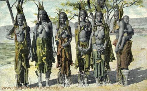 Frauen des Herero-Häuptlings Kaweiho