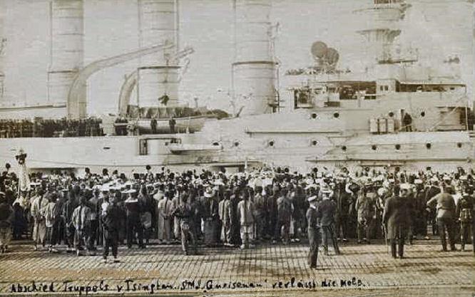 S.M.S. Gneisenau verläßt die Mole. Abschied Truppels von Tsingtau.
