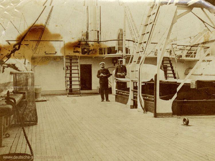 Großvater Nurnberger (links) mit Deckoffizier der SMS Seeadler