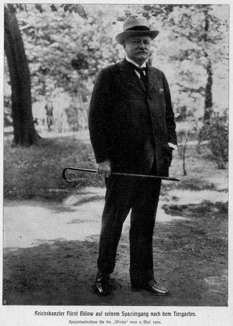 Reichskanzler Fürst Bülow auf seinem Spaziergang nach dem Tiergarten (Berlin 8. Mai 1906)