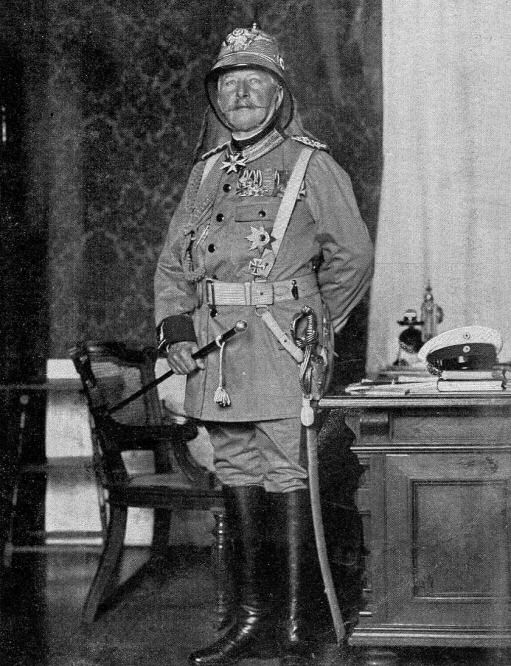 Zur Heimkehr des Grafen Waldersee aus China: Der Generalfeldmarschall in Tropenuniform (1901).