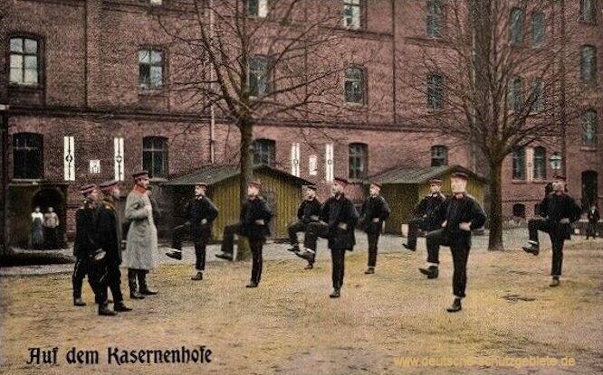 Auf dem Kasernenhofe