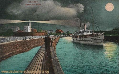 Kolberg, Abend am Hafen