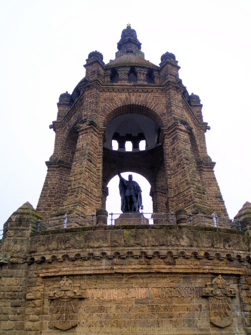 Porta Westfalica, Baldachin mit Kaiserkrone