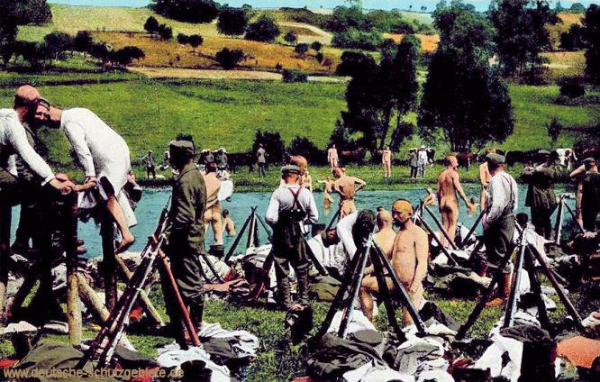 Des Deutsche Heer, Truppen auf dem Marsche machen Rast, um zu baden