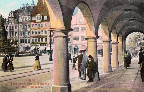 Leipzig, Blick durch den Laubengang des alten Rathauses