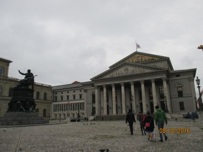 The square in front of the Staatsoper and Residenz