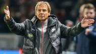 Als Trainer in Berlin ohne wirklichen Erfolg: Jürgen Klinsmann tritt von seinem Posten zurück.