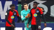 Auf Schalke beleidigt: Jordan Torunarigha (rechts) mit seinem Teamkameraden Rune Jarstein.