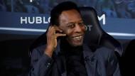 """Von """"normalen"""" Alterserscheinungen geplagt: Brasiliens Fußball-Ikone Pelé, hier 2019 in Paris"""