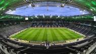 Geisterstunde: Gladbach und Köln spielen ohne Zuschauer, danach wird mit Fans gefeiert.