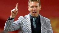 """Sein Sakko sorgte für Aufsehen: """"Ich bin Fußballtrainer und kein Model"""", meint Julian Nagelsmann dazu."""