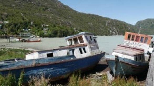 Caleta Tortel bateaux abandonnés sur la Carretera Austral