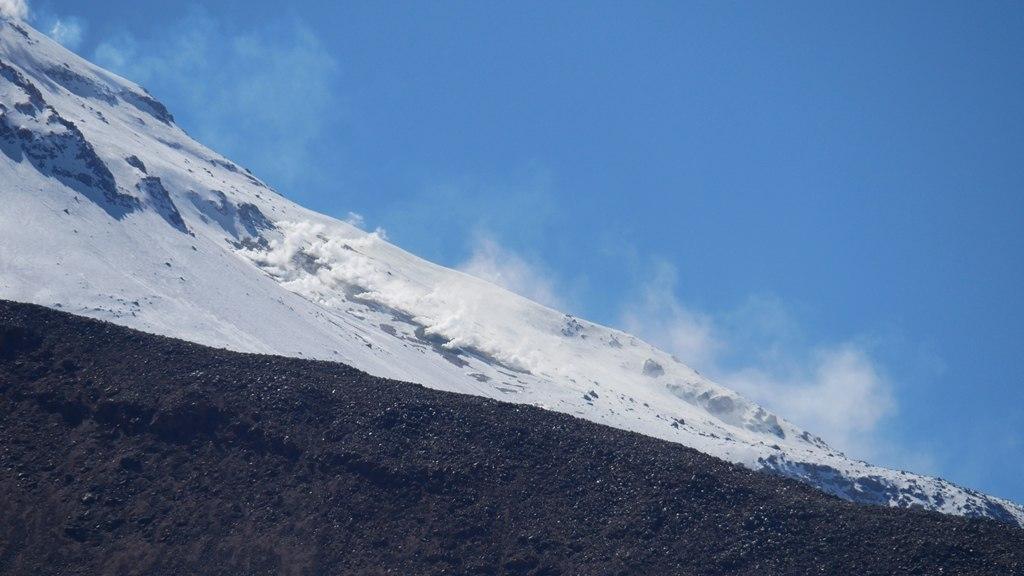 Les pentes fumantes du volcan Guallatiri au Parc Lauca