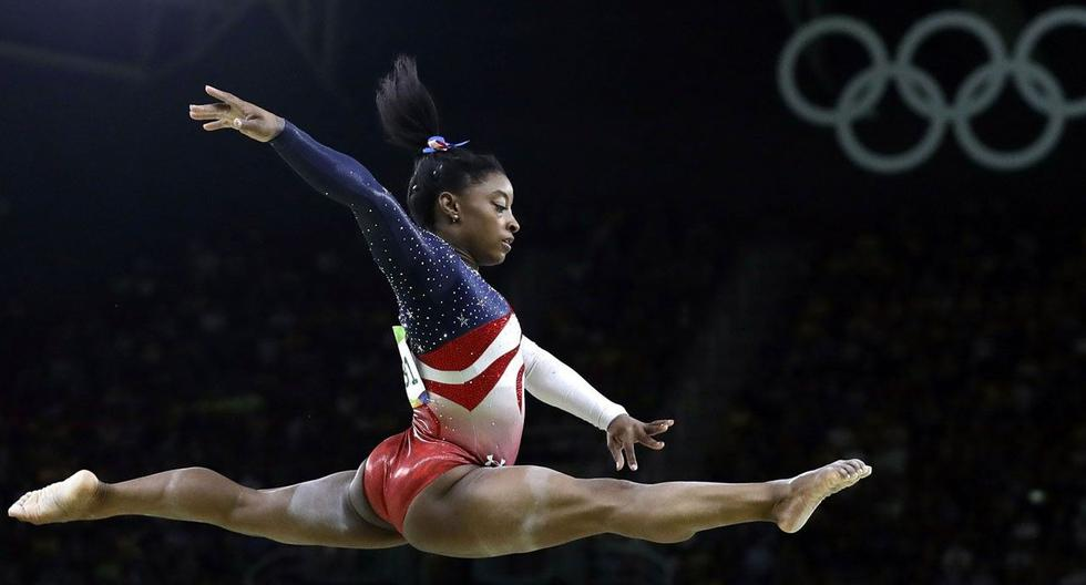 Simon Biles shows off her new routine