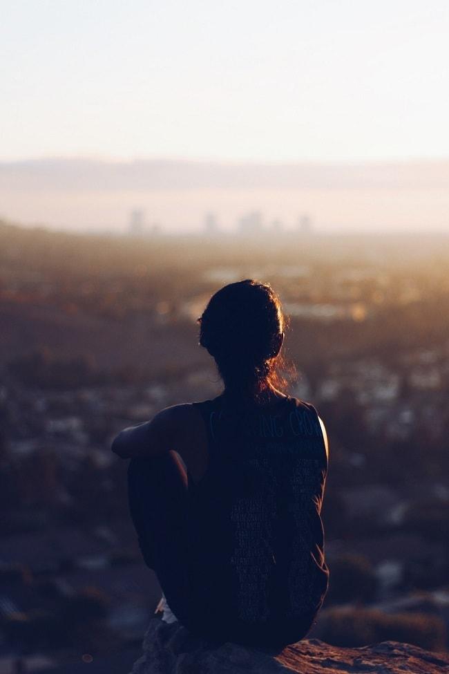 Arrêter de trop penser permet de se concentrer sur l'essentiel. Dev-Perso