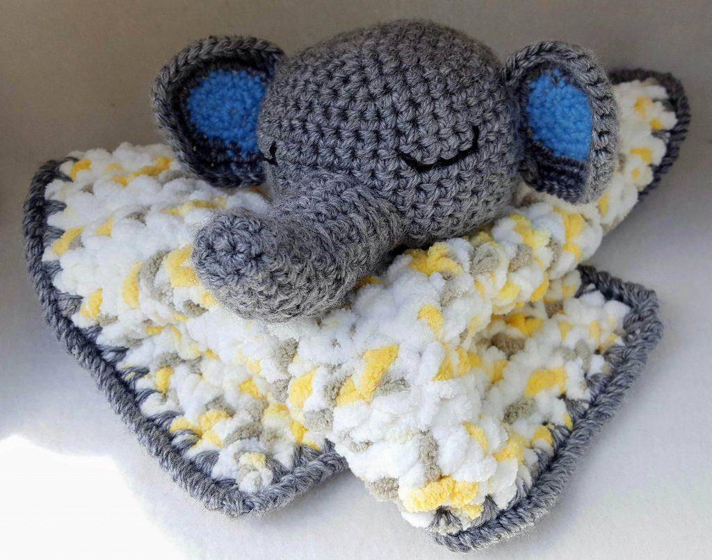 Elephants on Parade: 10 Free Crochet Elephant Patterns! - moogly   806x1024