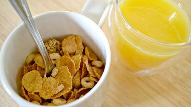 Orange juice with cereal