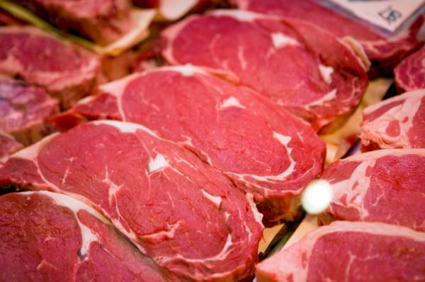 What are the health benefits of red meat and white meat?