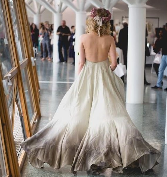 What is dip dye wedding dresses