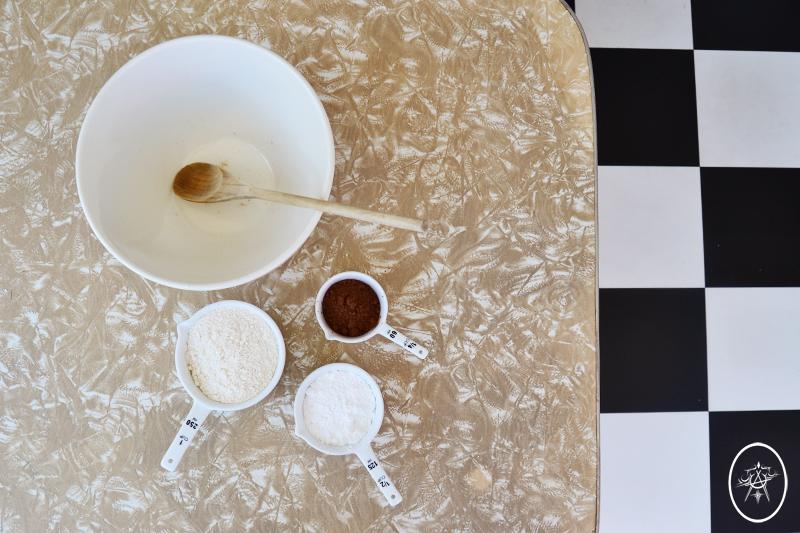 devel_CharlotteCakeApron_ingredients
