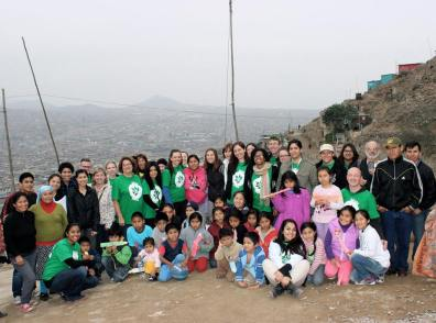 Participants from the Peel District School Board, Dufferin-Peel Catholic, and students from the University of Manitoba join members of Hijos de 28 de julio for a photo