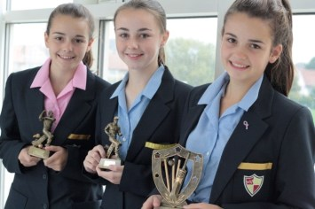 Cricket---Meg-and-Ellie-Grisdale-and-Lucy-Pickavance-with-Oxton-Awards