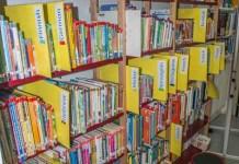 La bibliothèque de l'International School of Paris contient des livres dans une vingtaine de langues