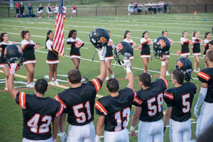 Football américain et pom-pom girls comme activités sportives dans un lycée aux Etats-Unis