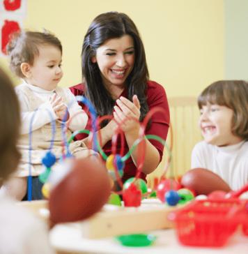 Garde active : une nounou utilise la pédagogie Montessori