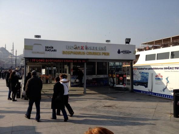 Este es el lugar desde donde sale el tour público por el Bósforo.