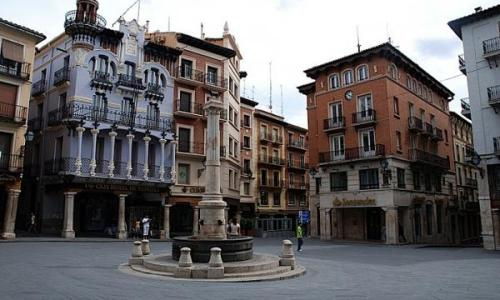 plaza-del-torico-teruel-espana-1301895413-g