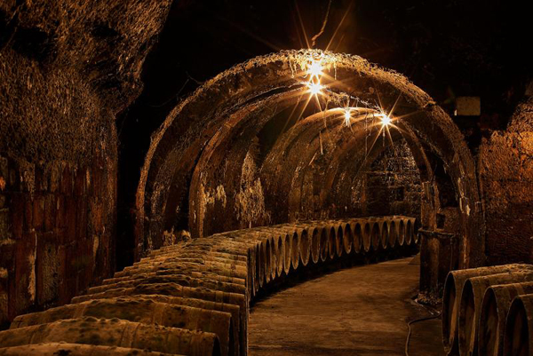 Enoturismo prehistórico: las bodegas - cuevas rupestres