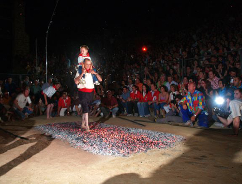 San Pedro Manrique, Soria, Fiesta del Paso del Fuego y Las Mondidas