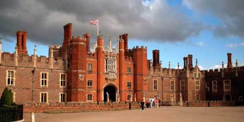 Hampton_Court_Palace_FU