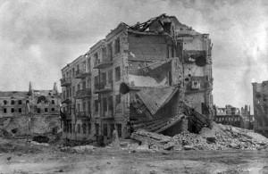 Foto da Casa de Pavlov, durante a Batalha de Stalingrado (Setembro de 1942 - Fevereiro de 1943) - (Fonte: Arquivo Militar Federal Russo / Autor: Desconhecido)