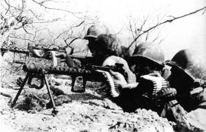 Pracinhas em posição de combate